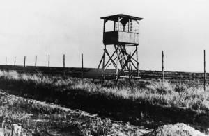 Een wachttoren in kamp Westerbork.