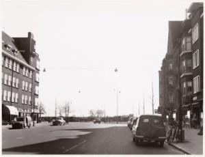 Scheldestraat 101, links boven het zonnescherm.