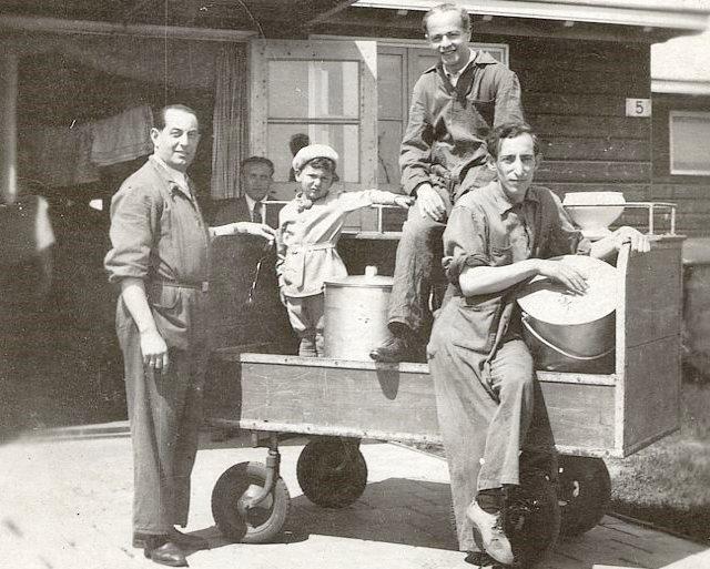 Essenholers in kamp Westerbork.