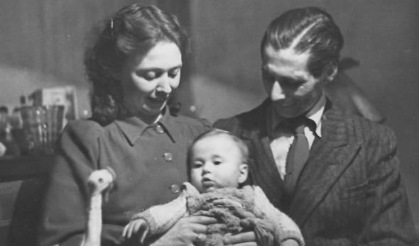 David Jas met zijn gezin na de oorlog.