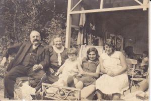 De ouders en zussen van Meijer.