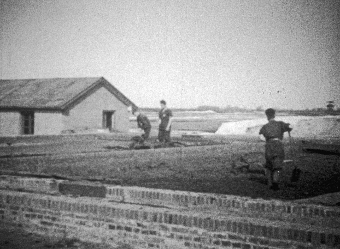 Via de waterzuivering van kamp Westerbork werden gevangenen het kamp uit gesmokkeld.