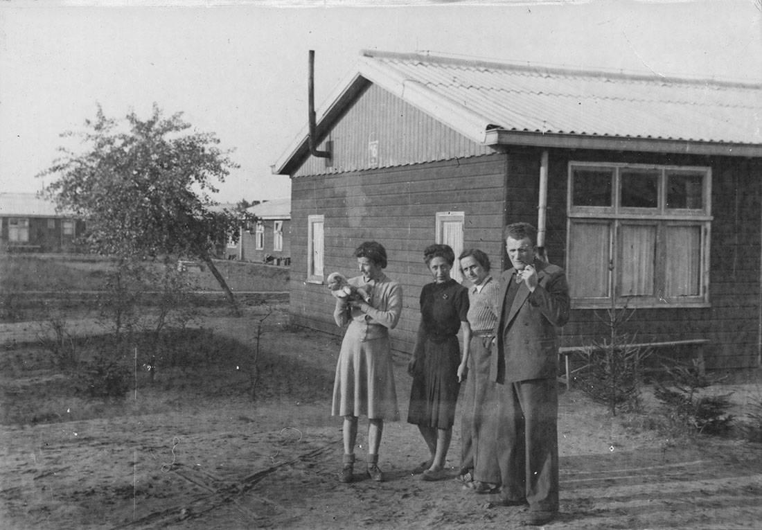 Hermann en Ina (r) in kamp Westerbork in 1945. Collectie Joods Historisch Museum.
