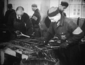 Werken in de kabelindustrie in kamp Westerbork.