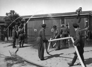 De brandweer in kamp Westerbork .