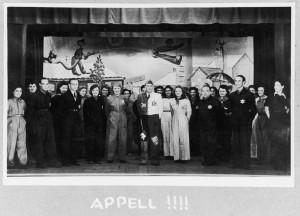 Een scene uit één van de revue's in kamp Westerbork.