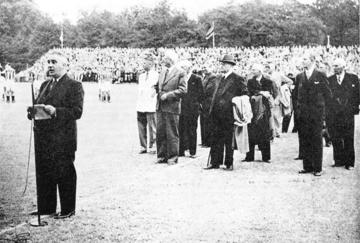 Happy Mogendorff bij de opening van het nieuwe stadion van Vitesse.