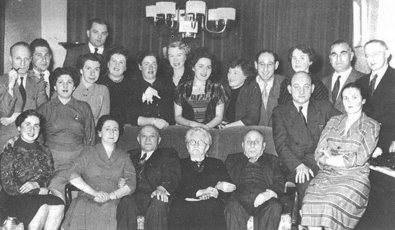 De Joodse overlevenden van kamp Westerbork. Uiterst rechts Nathan van Dam.