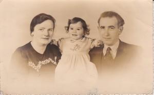 Kurt, Herta en Irene, dan 1 jaar en 4 maanden oud.
