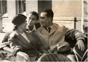 1945. Lisbeth, Maria Austria en Otto in Amsterdam.