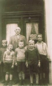 Paul en Robbert, staand tweede en derde van links.
