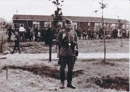 Bewaker in kamp Westerbork, 1942.