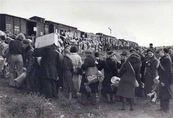 Transport uit kamp Westerbork.