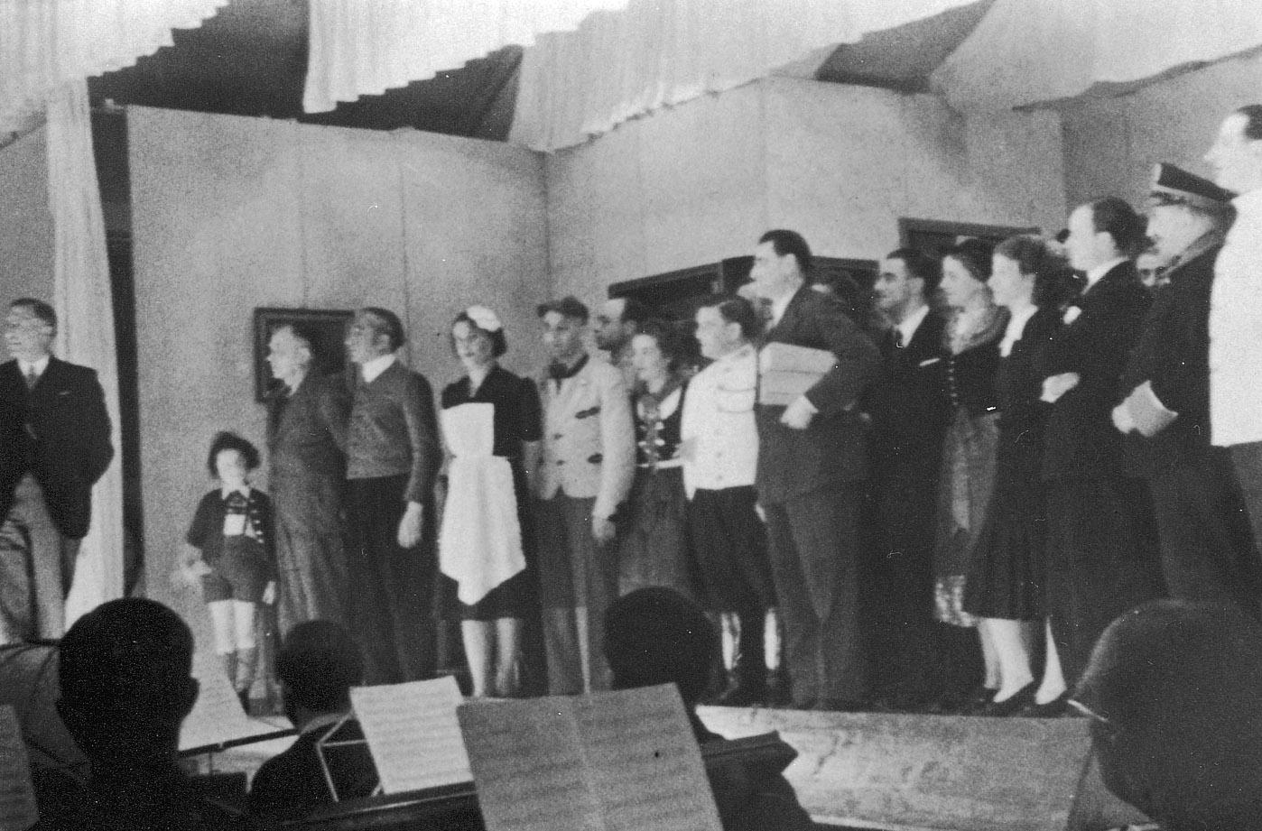 Cabaret in kamp Westerbork.