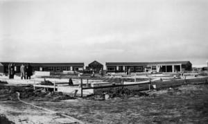Barakken in aanbouw in het vluchtelingenkamp Westerbork, 1939.