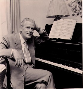 Everard aan de piano.