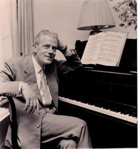 Everard aan de piano.