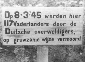 Deel van het oorspronkelijke monument voor de slachtoffers van de Woeste Hoeve, 1945.