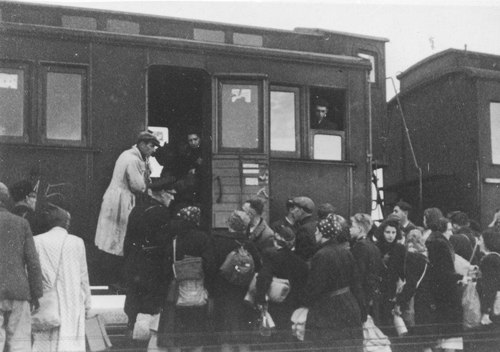 Een vertrekkend transport uit kamp Westerbork.