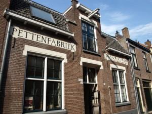 De pettenfabriek van de familie Krukziener in Zutphen.