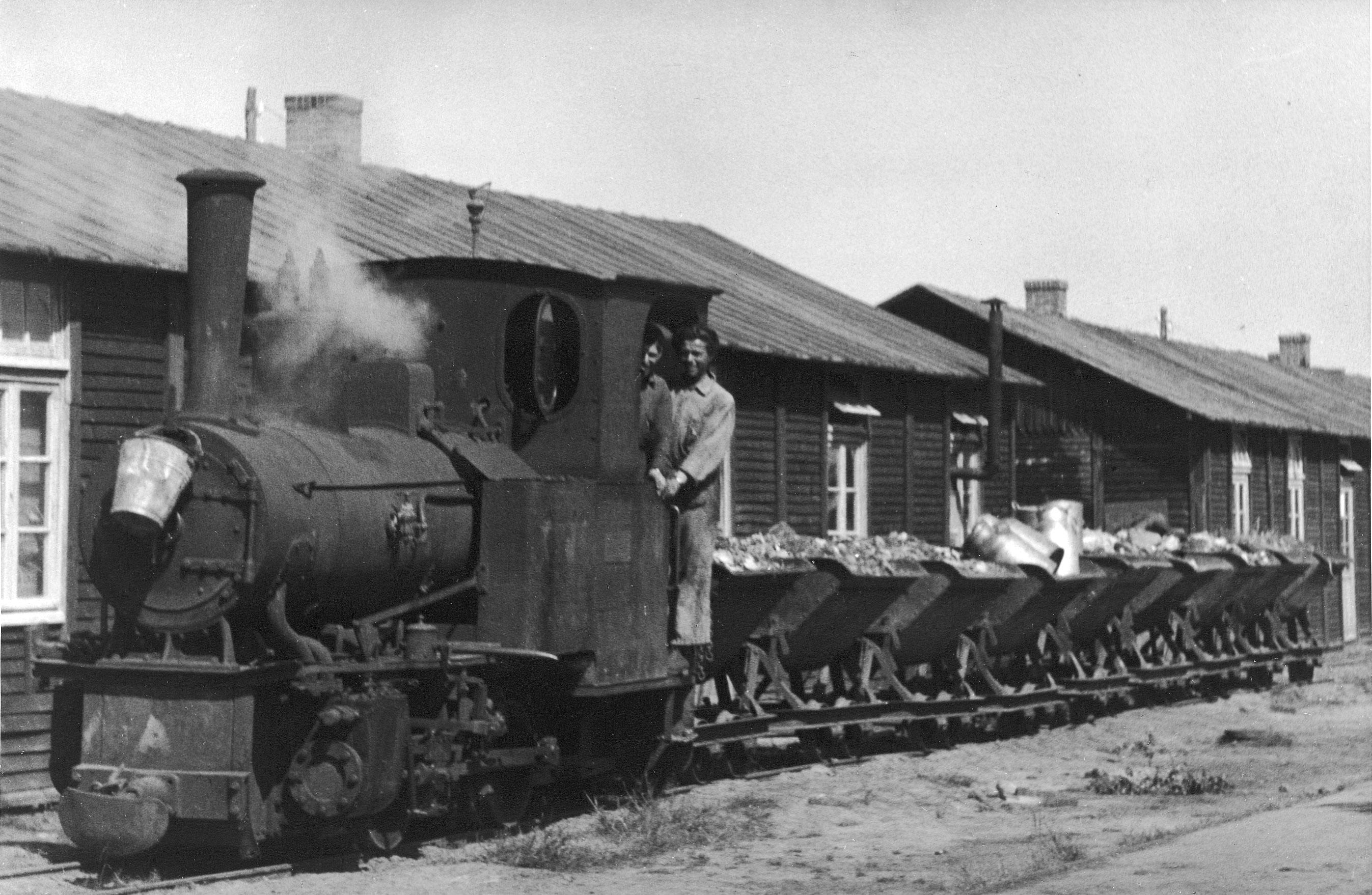 Kurt Walter op het treintje in kamp Westerbork.