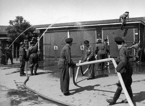 De ordedienst in kamp Westerbork.