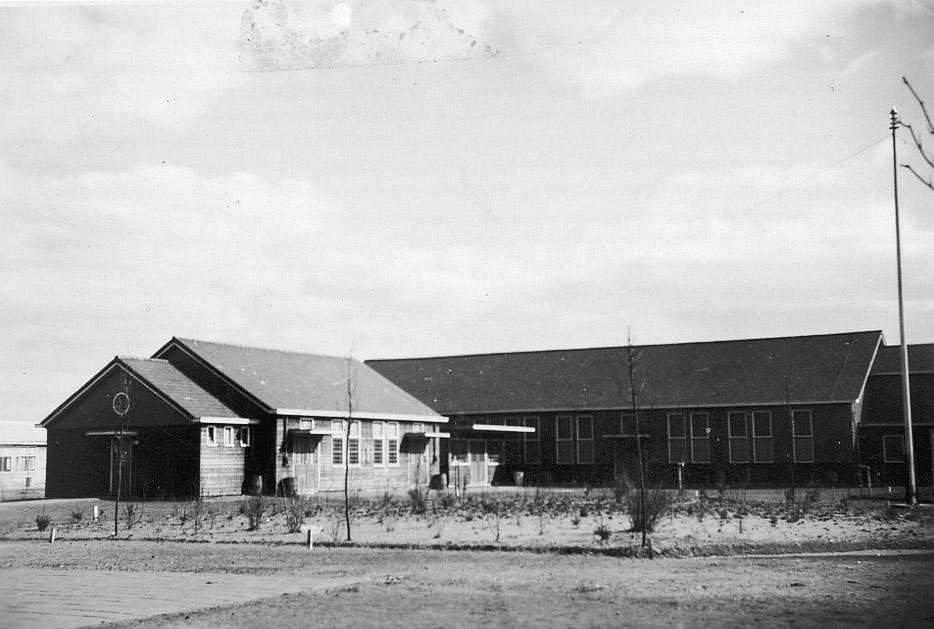 De barak waar Adolf zich liet dopen.
