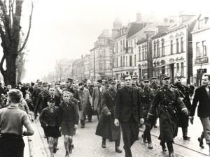 Joodse Bremenaren worden weggevoerd, november 1938.