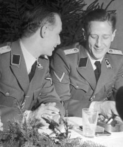 Gemmeker (l) en Aus der Fünten in kamp Westerbork.