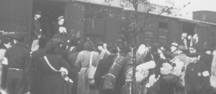 Een vertrekkend transport uit kamp Westerbork, 1943.