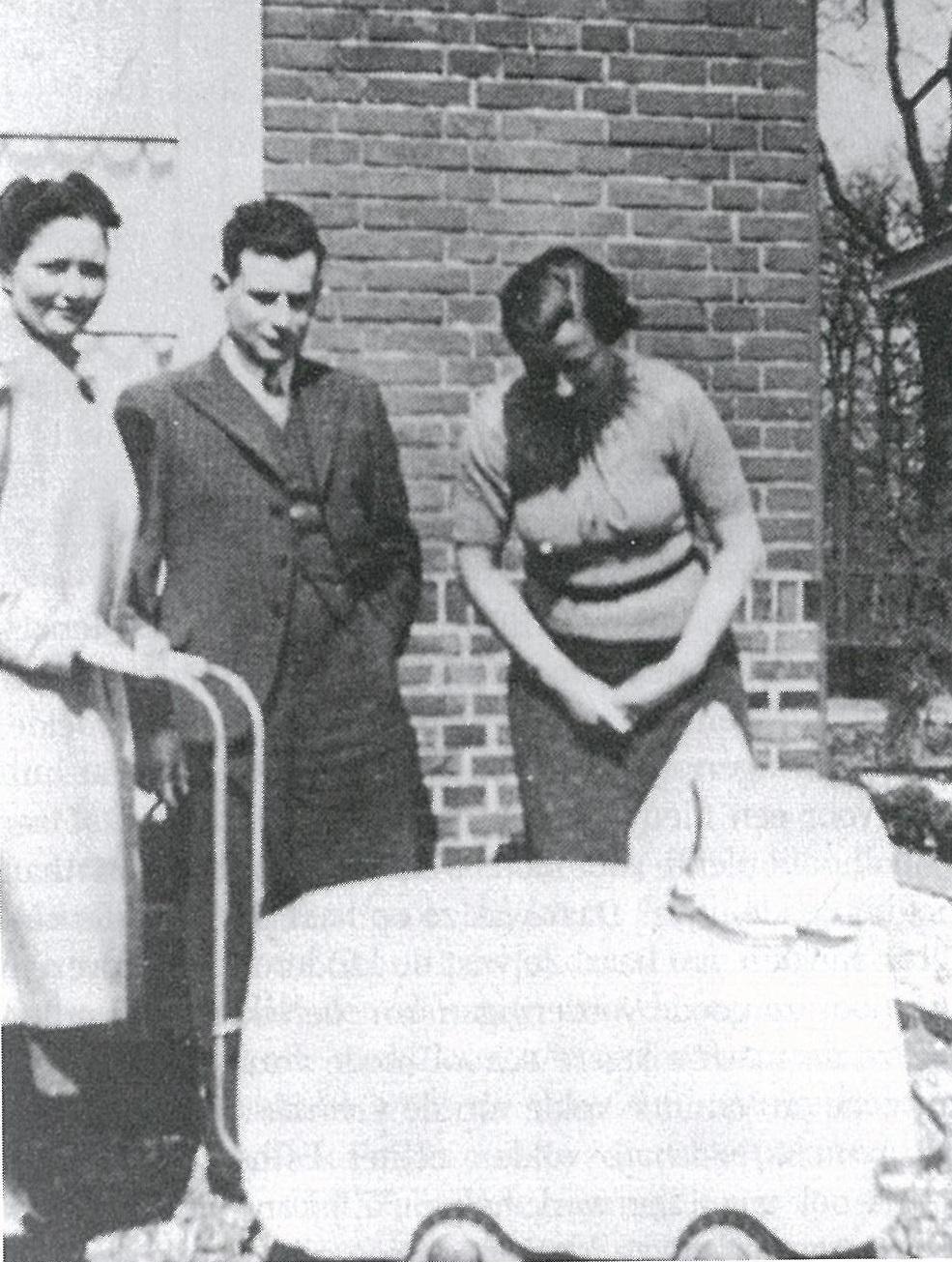 Bertha (links) en David Bamberg met kinderwagen