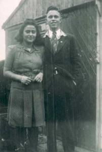 Tini de Zwarte en Maarten de Groot, juni 1945. Zie ook: www.joodsmonumentzaanstreek.nl/zwarte-de-joseph/
