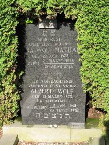 De grafsteen van de ouders van Elisabeth.