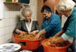 Liesl Meyerfeld (l) in de jaren tachtig.